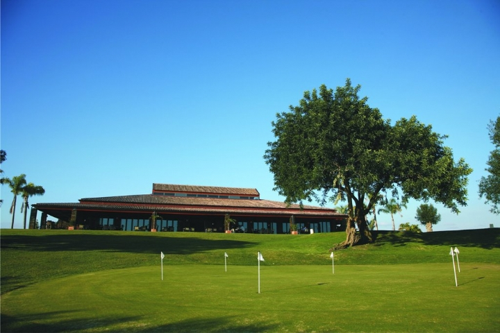 Play Vale Da Pinta Golf Course In Central Algarve